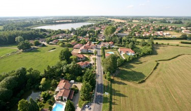 Photo-Monthieux-vue-aerienne-globale2